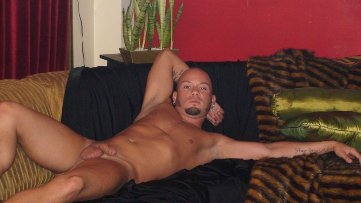 Alt Stud With Shaved Head and Tats Cums Twice